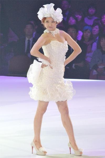 4minute en los diseños de ropa Yumi Katsura 20110223_yumi_katsura_4minute_1