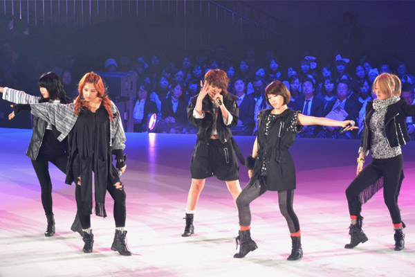 4minute en los diseños de ropa Yumi Katsura 20110223_yumi_katsura_4minute_9