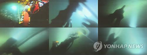 Imágenes de los submarinistas trabajando en el rescate de los desaparecidos del ferri Sewol